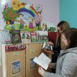 14 родители на выставке книг